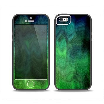 The Vivid Green Sagging Painted Surface Skin Set for the iPhone 5-5s Skech Glow Case