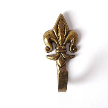 Fleur de Liz, Vintage Brass Hook, Solid Brass, Metal Wall Hang, Hanging Decor