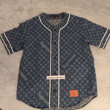 One-nice™ LOUIS VUITTON x SUPREME Monogram Blue Jacquard Denim Baseball Jersey Shirt MEDIU