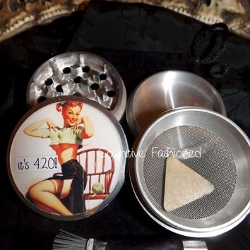 Its 420 Pin Up 4 Piece Herb Grinder Grinders Pollen Screen Scraper and Bag