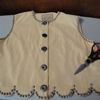 Womens Vintage Double D Ranchwear Vest Sleeveless Top Light Yellow Crinkle Rayon Studded Embellished Concho Buttons M Medium