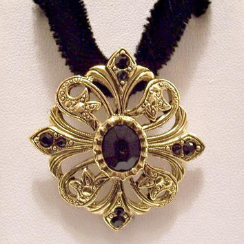 Avon Black Bead Flower Pendant Choker Necklace Gold Tone Vintage 1994 Romantic Style Open Nail Head Accent Filigree Swirl Bands Velvet Cord