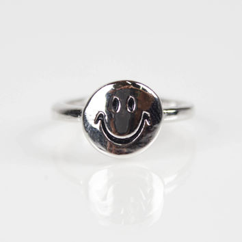 Smiley Face Tip Ring - Silver