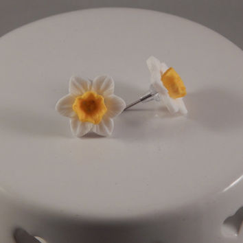 Daffodil Post Earrings - Birth Flower for March - Resin Floral Studs, Flower Girl post earrings, Pisces or Aries Birthday Gift - Springtime
