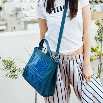 Big blue crossbody bag / medusa vegan shoulder purse / blue vinyl handbag / Silver zipper / durable & sustainable fashion / MeDusa bags