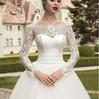 [145.99] Charming Tulle Off-the-shoulder Neckline Ball Gown Wedding Dresses With Lace Appliques - dressilyme.com