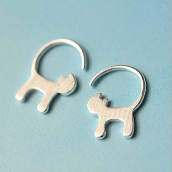 1 Pair Silver Plated Long Tail Cat Stud Earrings
