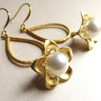 Pearl Flower Earrings Pearl Earrings Floral Gold Dangle Nature Themed Drops Dangles