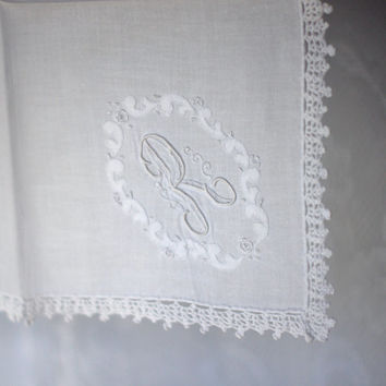 Vintage Bridal Lace Handkerchief with Monogrammed 'R' White Floral Crocheted Edge Ladies Wedding Hankie Embroidered Monogram R with applique