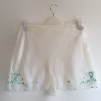 3 piece vintage lingerie set - 1970s white slip, nightgown and panties - green embroidered lingerie set - bridal wedding set