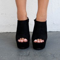 On The List Black Peep Toe Platform