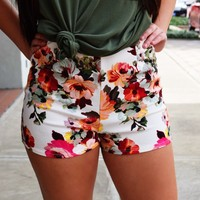 Kelli Shorts {White Floral}