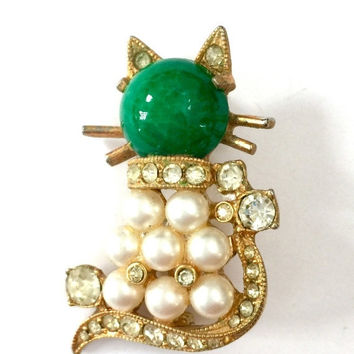 Eisenberg Cat Brooch, Clear Rhinestones Faux Pearls and Green Glass Cabochon, Gold Tone, Eisenberg Figural, Vintage Jewelry, Designer Signed