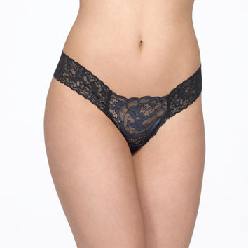 Hanky Panky: Cameo Lace Thong