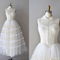 10 Mil Besos gown / vintage 50s wedding dress / lace 1950s wedding dress