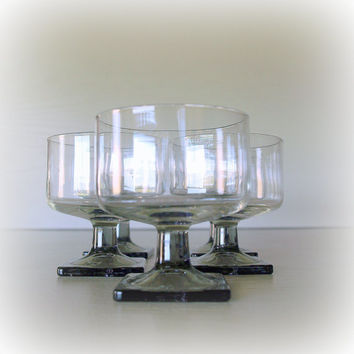 1960s MODERN VINTAGE GLASSWARE / Set of 5 Glasses / Geometric Grey Smoke Mod Square Bottom Champagne Glass Set / Dessert Sherbet / Stemware