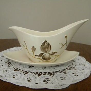 Gravy Boat, Carlton Ware, Magnolia Flower, Gold Detail, Sleek Elongated S Curve Dish with Almond Shape Drip Plate, 1950-60s, Mint Condition