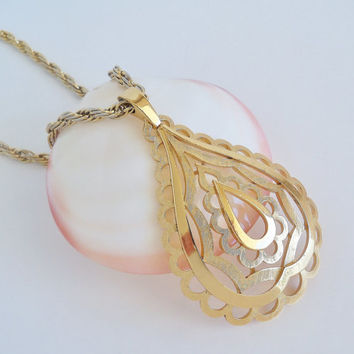 CROWN TRIFARI Golden Teardrop Pendant Necklace