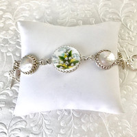 Lily of the Valley Bracelet Jewelry, Broken China Jewelry, Wedding Pearls, Green Wedding, Shabby Chic, Rustic Wedding, Vintage China