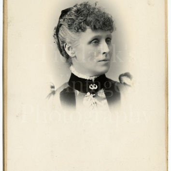 Cabinet Card Photo Victorian Pretty Woman, Curly Hair Vignette Portrait - F Sharples of Blackburn Lancashire - Antique Photograph