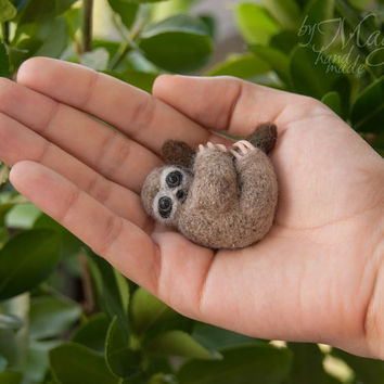 Felted sloth brooch, sloth pin, needle felted animal, miniature, gift, hanging sloth, for her