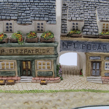 Fogartys Cottage Irish Collection David Winter Cottages 1991 Tudor Style Pub Sculpture