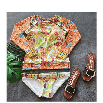 The swimsuit lady has long sleeves Prevent bask in conservative Cover the belly Show thin Hot spring bathing suit ONE PIECE BIKINIS