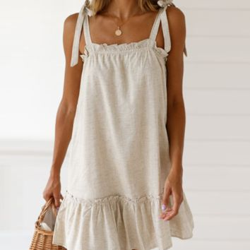 The new hot seller is a loose-shouldered knotted dress with an eared hem