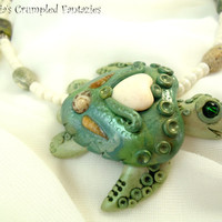 Green white polymer clay seaturtle necklace, Sea turtle mermaid jewelry, Underwater pendant, Natural freshwater pearl,  agate stone beads