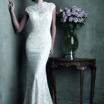 Scoop neck lace dress with gorgeous buttons on the train, luxurious and stunning