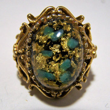 Embedded Lucite Cabochon Ring, Gold Glitter, Antiqued Gold Tone Setting, Renaissance Victorian Revival, Mid Century 118s