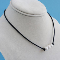 Simple Fashion Three Pearl Pendant Leather Rope Choker ZXXL7130