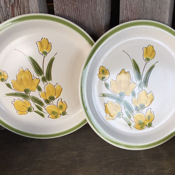 Vintage Stonybrook Stoneware 12 inch chop plate round plate, retro stoneware platter, 1970s kitchen serving dishes yellow green floral plate