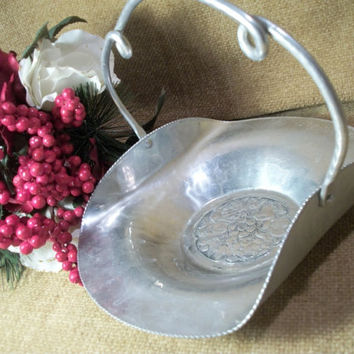 Cromwell Hand Wrought Aluminum Handled Basket Vintage 1950's Hammered Hand Finished Fruit Floral Design Oval Tray Decorative Serving Dish