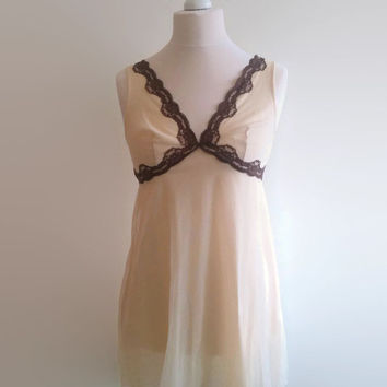 Coffee and cream vintage nightgown - 1970s babydoll nightdress - brown lace trim night gown