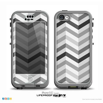 The Grayscale Gradient Chevron Zigzag Pattern Skin for the iPhone 5c nüüd LifeProof Case