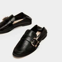 SHINY LEATHER LOAFERS WITH BUCKLE DETAILS