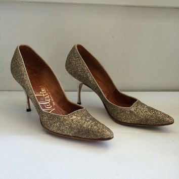 Gold Glitter 60s Pointy Heels Vintage Party Shoes 7 1/2 Narrow Valentines