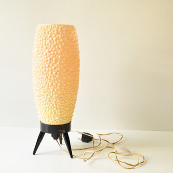 Danish Modern Salmon Pink Beehive Tripod Table Lamp - Bubble Lamp - Midcentury Modern Bedside Lamp