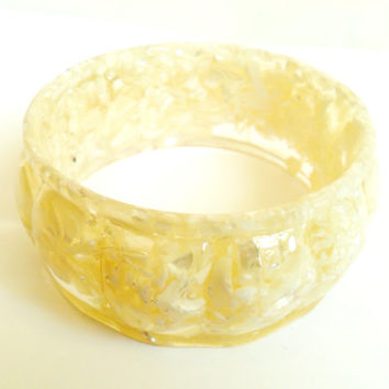 Molded Resin Mother of Pearl Bangle Vintage Embedded Confetti Style Bracelet Shell Chip 1970s Boho Style