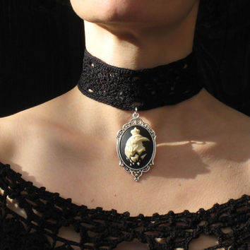 Gothic victorian choker necklace crochet raven crow cameo coton satin ribbon corset onyx gemstones