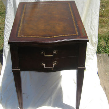 Attractive Stunning Vinage 1930s Antique LEATHER Top MAHOGANY Wood Table/ With Drawer/  Brass Caster Wheels