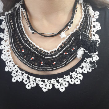 Black and White Beaded Necklace -White Black Statement - With Flower Pattern - Seed Beads Necklace - Handmade Jewellery - Stylish -