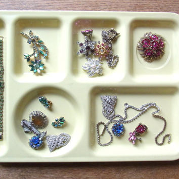 vintage cafeteria tray / serving tray / desk organizer / jewelry organizer /  vintage / mint green tray / pink tray / yellow tray