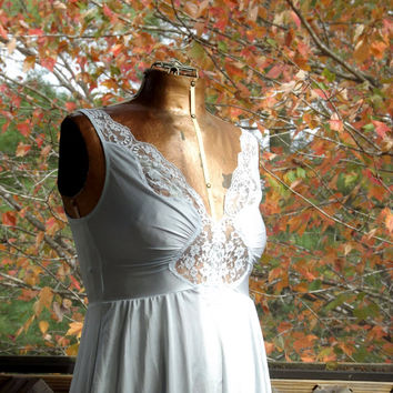 Lace Nightgown, Vintage Short Night Gown, Womens Pale Blue Gown, Sexy Nightgown, Size Medium 32 C Olga Lingerie