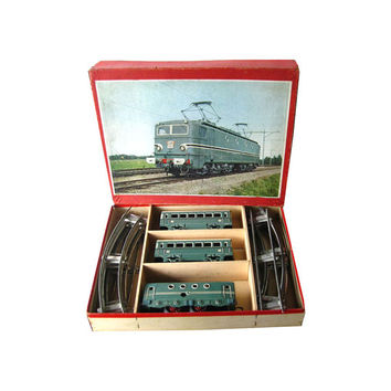 Karl Bub Clockwork Train Set - Tin Train - O Scale Train - 4 Wheel Clockwork Loco Tinplate – Vintage Mechanical Toy