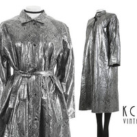 "Shiny Raincoat Vintage Snakeskin Silver Metallic PVC Vinyl A-Line Belted Trench Coat Wet Look 80s Vintage Clothing Plus Size XL/XXL 49"" Bust"