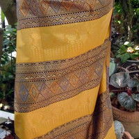 woman's Thai sarong Traditional pattern gold T2