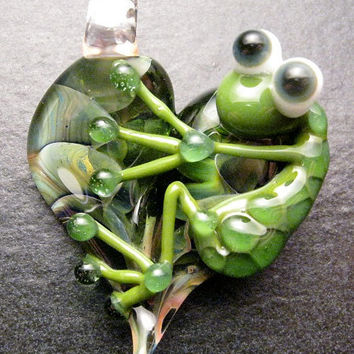 Perfect Christmas gift - Glass frog heart lampwork pendant focal bead charm necklace - Boomwire Glass jewelry