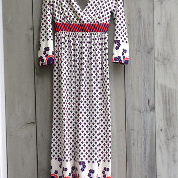 Vintage dress | 1970s boho daisy print maxi dress with cutout back